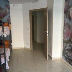 Отель Go Bcn Hostal Ideal Badal Стандартный семейный номер с двуспальной кроватью (общая ванная комната) фото 4