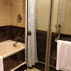 Отель The Suryaa New Delhi ванная