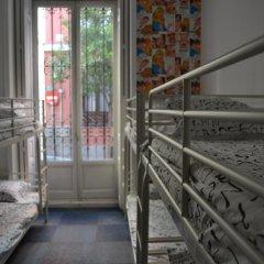 Отель Hostels MeetingPoint 2* Кровать в общем номере с двухъярусной кроватью фото 12