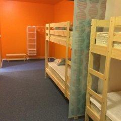 Garage Hostel Кровать в женском общем номере с двухъярусной кроватью фото 2