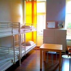 Хостел Fabryka Кровать в общем номере