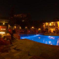 Отель Shangri La Hotel Непал, Катманду - отзывы, цены и фото номеров - забронировать отель Shangri La Hotel онлайн бассейн