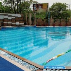 Отель The Suryaa New Delhi бассейн фото 2