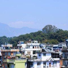 Отель Kathmandu City Hill Непал, Катманду - отзывы, цены и фото номеров - забронировать отель Kathmandu City Hill онлайн балкон
