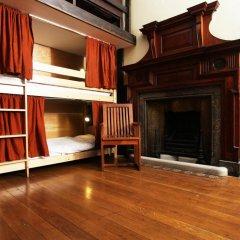 Отель Palmers Lodge Swiss Cottage Кровать в общем номере фото 3
