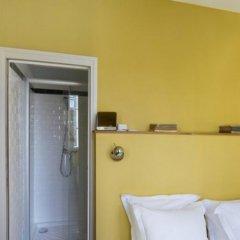 Отель Helzear Montparnasse Suites сейф в номере