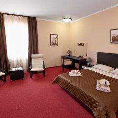 Гостиница Парк-отель Прага в Тюмени 10 отзывов об отеле, цены и фото номеров - забронировать гостиницу Парк-отель Прага онлайн Тюмень комната для гостей