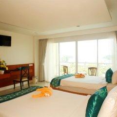 Отель Chanalai Flora Resort, Kata Beach 4* Улучшенный номер двуспальная кровать фото 5
