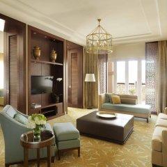 Отель The Ritz-Carlton, Dubai Представительский люкс с различными типами кроватей фото 3