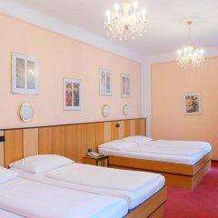 Отель Gartenhotel Gabriel City 3* Улучшенный номер с различными типами кроватей фото 2