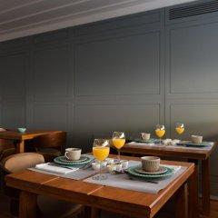 Отель Feels Like Home Chiado Prime Suites Португалия, Лиссабон - отзывы, цены и фото номеров - забронировать отель Feels Like Home Chiado Prime Suites онлайн гостиничный бар