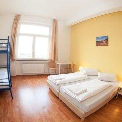 Отель a&o Dresden Hauptbahnhof 2* Стандартный номер с различными типами кроватей