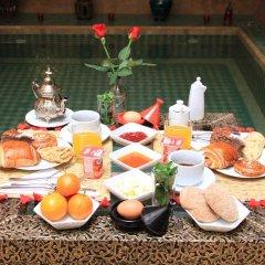Отель Riad Al Wafaa Марокко, Марракеш - отзывы, цены и фото номеров - забронировать отель Riad Al Wafaa онлайн бассейн фото 2