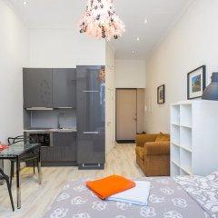 Апартаменты Four Squares Apartments on Tverskaya комната для гостей фото 3