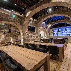 Отель Bluesock Hostels Porto гостиничный бар
