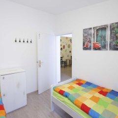 Pozitiv Hostel Стандартный номер с 2 отдельными кроватями (общая ванная комната)