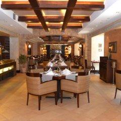 Отель Crowne Plaza Abu Dhabi питание фото 2