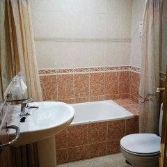 Отель Hostal Restaurante El Chato Испания, Эль-Баррако - отзывы, цены и фото номеров - забронировать отель Hostal Restaurante El Chato онлайн ванная
