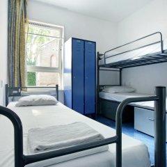 Hans Brinker Hostel Amsterdam Кровать в общем номере с двухъярусной кроватью фото 6