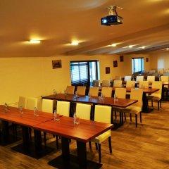 Отель Forest Nook Aparthotel Болгария, Пампорово - отзывы, цены и фото номеров - забронировать отель Forest Nook Aparthotel онлайн помещение для мероприятий фото 2