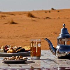 Отель Merzouga Luxury Camp Марокко, Мерзуга - отзывы, цены и фото номеров - забронировать отель Merzouga Luxury Camp онлайн питание фото 3