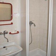 Отель Charles Central 3* Стандартный номер с различными типами кроватей фото 5