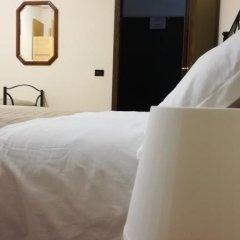 Отель Il Melograno Bed & Breakfast Казаль Палоччо сейф в номере