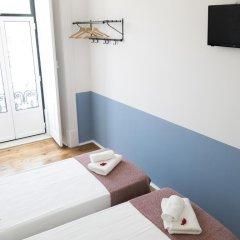 Отель Lisbon Check-In Guesthouse 3* Стандартный номер с двуспальной кроватью (общая ванная комната) фото 11