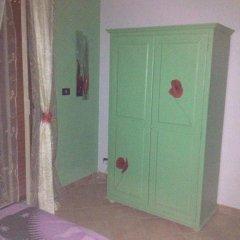 Отель Casa Deborah Фонтане-Бьянке сейф в номере