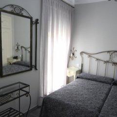 Отель Hostal Roma Стандартный номер с двуспальной кроватью фото 7