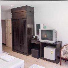 Отель Patong Bay Guesthouse 2* Улучшенный номер с 2 отдельными кроватями фото 8