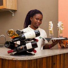 Отель Angels Heights Hotel Гана, Тема - отзывы, цены и фото номеров - забронировать отель Angels Heights Hotel онлайн питание фото 2