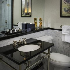 Отель The Manhattan Club США, Нью-Йорк - отзывы, цены и фото номеров - забронировать отель The Manhattan Club онлайн ванная фото 2