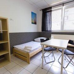 Хостел Seven Prague Номер с общей ванной комнатой с различными типами кроватей (общая ванная комната) фото 36