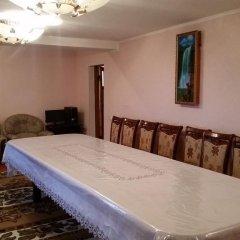 Отель Guest house Krasnii Zvetok Кыргызстан, Каракол - отзывы, цены и фото номеров - забронировать отель Guest house Krasnii Zvetok онлайн комната для гостей фото 2