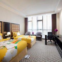 Отель Holiday Inn Beijing Airport Zone 4* Улучшенный номер с различными типами кроватей