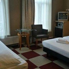 Hotel Plantage сейф в номере
