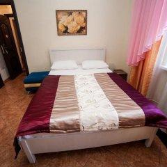 Гостиница Ласточкино гнездо Стандартный семейный номер с двуспальной кроватью фото 9
