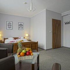 Отель Rezydencja Sienkiewiczówka 3* Стандартный номер с двуспальной кроватью фото 7