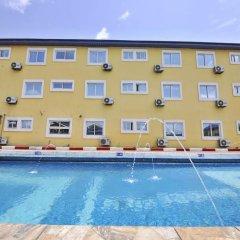 The Bridgeview Hotel by Paullet Suites бассейн