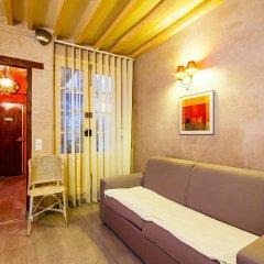 Отель Victoires Near Louvre Apartment Франция, Париж - отзывы, цены и фото номеров - забронировать отель Victoires Near Louvre Apartment онлайн комната для гостей фото 5
