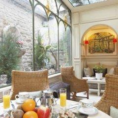 Отель Hôtel Au Manoir St-Germain des Prés питание