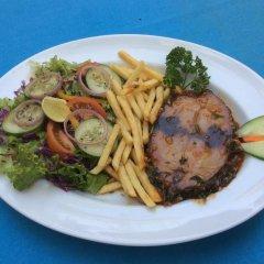 International Beach Hotel & Restaurant питание фото 3