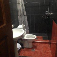 Отель Comfortable Flat in Central Tbilisi ванная фото 2