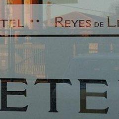 Hotel Reyes de León интерьер отеля