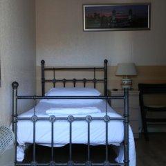 Отель Debden Guest House бассейн