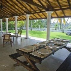 Отель Raajmahal Colonial Villa питание