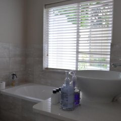 Отель Cherry Berry Lodge ванная