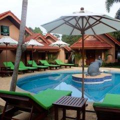 Отель Happy Elephant Resort бассейн