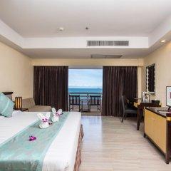 Отель D Varee Jomtien Beach 4* Представительский номер с различными типами кроватей фото 14